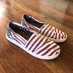 TOMS youth flag slip ons